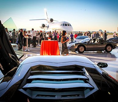 Privat Jet und exklusive Fahrzeuge am Flughafen Private Jet and exclusive vehicles at the airport in Ibiza