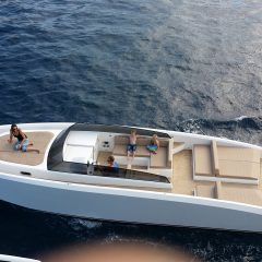 white Yacht to rent