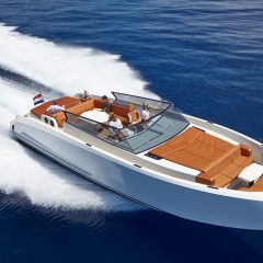 white Dream Yacht to rent