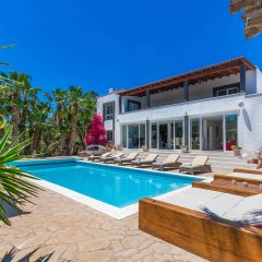 Nice pool area with sun loungers Ibiza