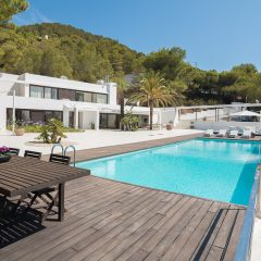 Stunning Pool in Cala Tarida to rent
