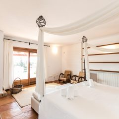 Kingsize bed with outdoor view Ibiza